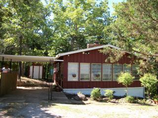 Cherokee Village Cottage Near Lakes & Golf! - Cherokee Village vacation rentals