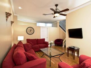 Large Newbury Street 2 Bedroom Apartment, sleeps 6 - Boston vacation rentals