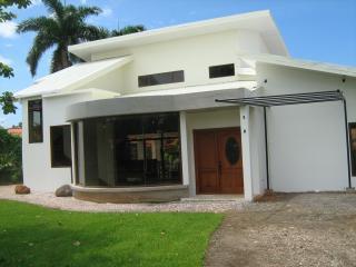 Casa Blanca          www.purelivingincostarica.com - Tambor vacation rentals