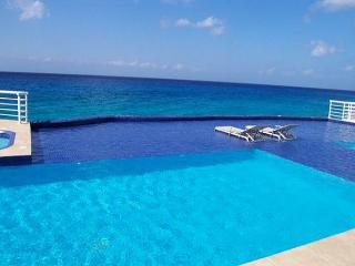 3 BR Oceanfront Condo & Pool, Snorkeling, Sunsets, Oceanview Tub - Cozumel vacation rentals