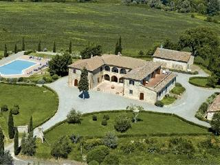 Villa la Contessa Upscale villa rental near Siena, Tuscany, large Tuscan villa for short term rental, Italian villa with pool - Siena vacation rentals