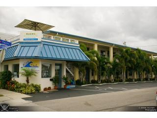 Welcome to Bluewavemotel all Luxury Suites - Perfect Location,Block from Beach,Kitchen,10 units - Clearwater - rentals