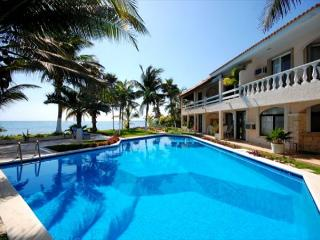 Lovely Condo with Satellite Or Cable TV and Boat Available - South Akumal vacation rentals