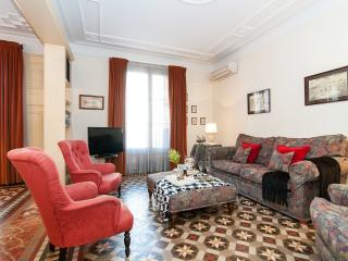 Dandi, luxury 3 BR apt next to Passeig de Gràcia - Vallbona De Les Monges vacation rentals