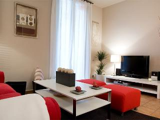 Barcelona Gothic quarter, 2 BR Oriental apartment - Vilanova del Valles vacation rentals
