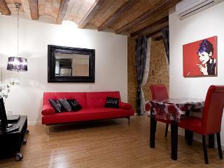 On La Rambla / Boqueria Market, 1 BR Bella II apt - Barcelona vacation rentals