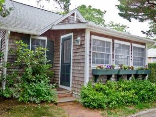 QUINTESSENTIAL EDGARTOWN VILLAGE COTTAGE - EDG JSTE-09 - Chappaquiddick vacation rentals