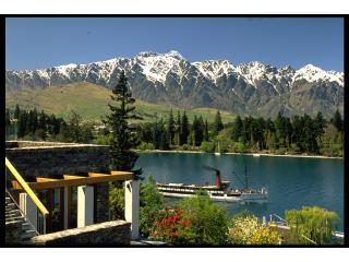 Lake View with steamer Earnslaw from Apartment - Central Queenstown Apartment at Brunswick Lodge - Queenstown - rentals