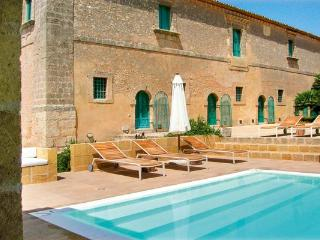 In the heart of the baroque area of southern Sicily, this newly built cottage is enhanced with traditional Mediterranean gardens. HII MIL - Sicily vacation rentals