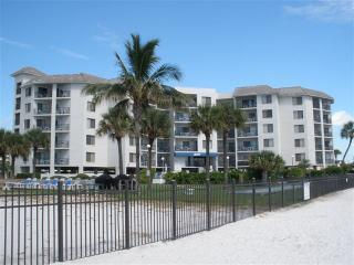 Beach Front Perfect for 2:  Sept 1st - 5th $110/nt - Saint Pete Beach vacation rentals