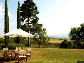 Charming Apartment on a Large Estate in Monticchiello - Villa Edera - Il Ramo - Monticchiello vacation rentals
