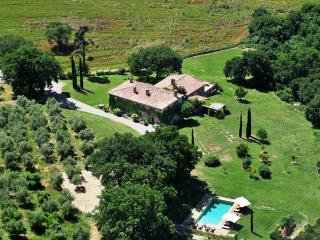 Charming Apartment on a Large Estate in Monticchiello - Villa Edera - La Foglia - Monticchiello vacation rentals