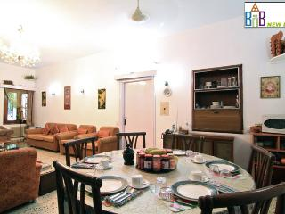 Bed and Breakfast New Delhi - Free Wifi & BKFT - New Delhi vacation rentals