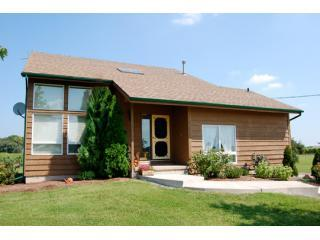 Nice Cottage with Deck and Internet Access - Niagara-on-the-Lake vacation rentals