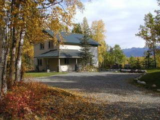 Rose Ridge Chalet in the Fall - Rose Ridge: Vacation Chalet with a View! - Palmer - rentals