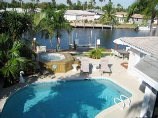 Go Naked! hot Tub! Pool! Beautiful Beaches! Fun! - Pompano Beach vacation rentals