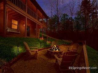 Cozy 2 Bedroom with Beautiful Mountain Views, full of amenities - Gatlinburg vacation rentals