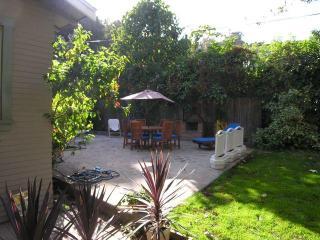 Charming Bungalow Below HOLLYWOOD SIGN  (Beachwood - Los Angeles vacation rentals