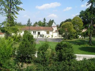View of the Cottage - Toulouse cottage set in wonderful gardens & pool - Toulouse - rentals