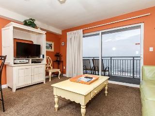 PI 502: Comfy beachfront condo- WiFi, full kitchen, pool,Free Beach Service - Fort Walton Beach vacation rentals
