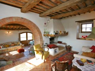 Inviting Tuscan Farmhouse with Incredible Views and Privacy - Casale Pienza - Pienza vacation rentals