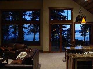 Lake VIEW STEPS 2 Lakefront & Beachfront Skiing Ski Beach WiFi Luxury Casinos - South Lake Tahoe vacation rentals