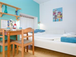 Queen-size double bed & Dining - Green Dream Light Studio Apartment - Budapest - rentals