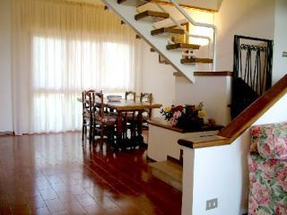 stairs to the attic.JPG - Comfortable 4 Bedroom Apartment in Chaintishire - San Donato in Poggio - rentals