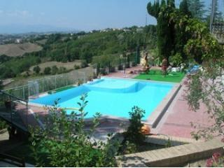 swimming pool - Three autonomus apartments  with an outstanding view - Macerata - rentals