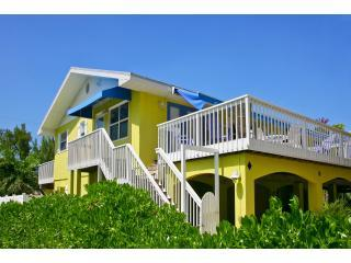Bright fabulous double apartment Berryfish enjoys fantastic views across Florida\'s Gulf Coast - Berryfish Apartments. Gulf location! Sea Views! - Anna Maria - rentals