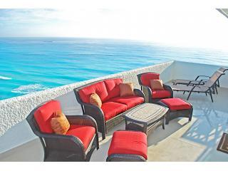 The building is so close to the ocean, no other resorts impede your view. - Penthouse #372 - Cancun - rentals