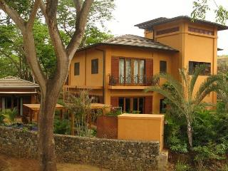Gorgeous 3BR home, easy walk to two beaches, Langosta Beach Club Access-COL6 - Tamarindo vacation rentals
