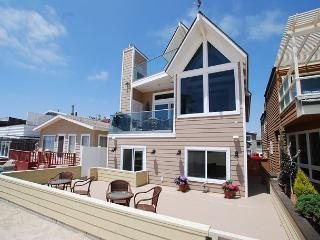 Oceanfront Single Family Beach house! Spacious Patio on the Sand! (68209) - Newport Beach vacation rentals