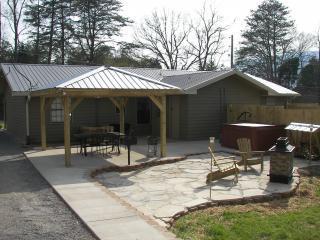 htone.JPG - Mtn Vista outdoor entertainment area hot tub WiFi - Chattanooga - rentals