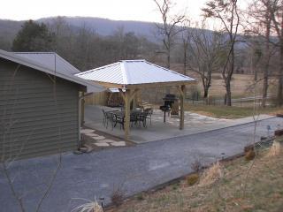 Mtn Vista outdoor entertainment area hot tub WiFi - Chattanooga vacation rentals
