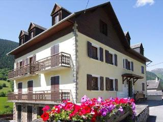 Apartment No 6, l'Esquerade, Midi Pyrenees - Luchon vacation rentals