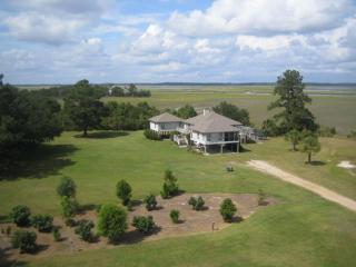 Great Views, Hardwood deck & screen porch with grill - Endless Views - Deep Water with Boat Ramp & Pets - Edisto Island - rentals