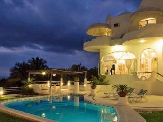 Casa Gran Dia boasts ocean & mountain views, lush tropical gardens, heated pool & ensuite jacuzzi - Mismaloya vacation rentals