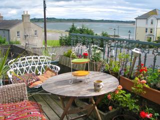 Bright 4 bedroom Condo in Dundrum with Outdoor Dining Area - Dundrum vacation rentals