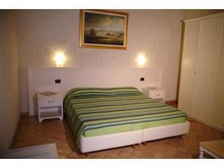 DSCF0215 (Medium).JPG - Residenza I GIOIELLI -   Apartment  Suite Smeraldo - Tropea - rentals