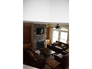 Leather, remote control, Sharp Aquos HDTV, over 100 cable channels, family movie subscription has 12 - $100 3/3 Lake Chatuge --NOT Nice, gorgeous! - Hiawassee - rentals