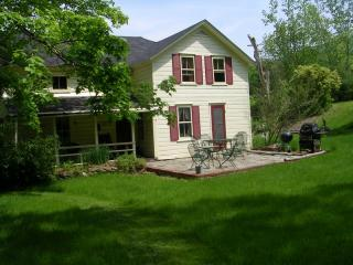 Berkshires Cottage 4 bedrooms, sleeps 6 - Hudson vacation rentals