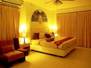 Air Conditioned Comfortable Bedrooms - Luxury Villa with Private Pool and Car in Pattaya - Pattaya - rentals