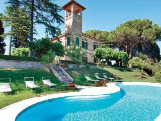 Hilltop Bellavista- elegant antique tower with 360° view & courtyard pool - Pisa vacation rentals