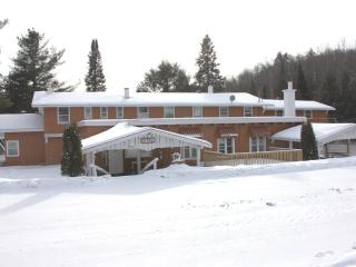 Morin Heights Villa, 16 Bedrooms, Sleep 45 persons - Morin Heights vacation rentals