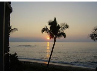One of 365 sunsets from the lanai last year - Valley Isle Resort  306 Ocean front - Lahaina - rentals