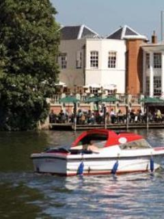Thames side cafes - Modern apartment in Kingston-upon-Thames - London - rentals