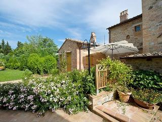 Bright Apartment in Montepulciano with Internet Access, sleeps 6 - Montepulciano vacation rentals