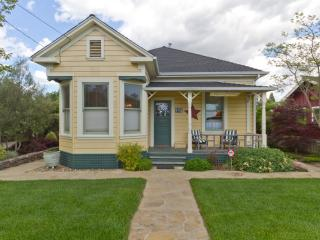 Sonoma Farmhouse Town - (2 blks from Sonoma Plaza) - Sonoma vacation rentals