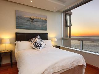 Lovely Apartment in Bantry Bay with Satellite Or Cable TV, sleeps 2 - Bantry Bay vacation rentals